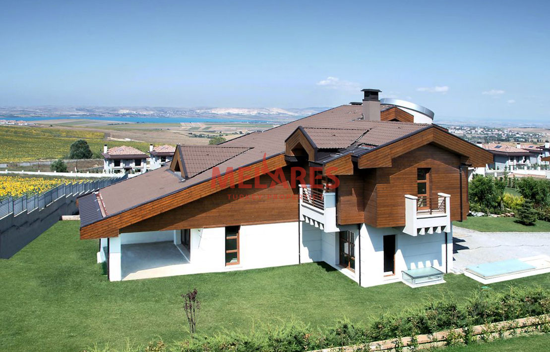 Triplex Villa With Sea, Lake and Magnificent Valley Views